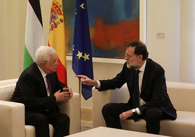 El presidente del Gobierno español, Mariano Rajoy y el presidente de Palestina, Mahmud Abás