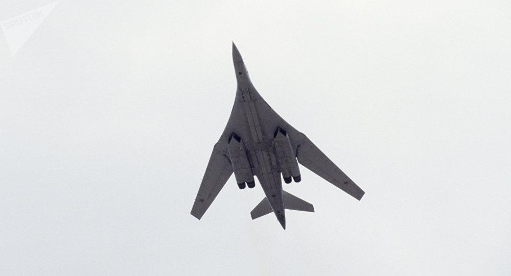 El bombardero estratégico ruso Tu-160 durante una feria aeronáutica en Rusia (archivo)