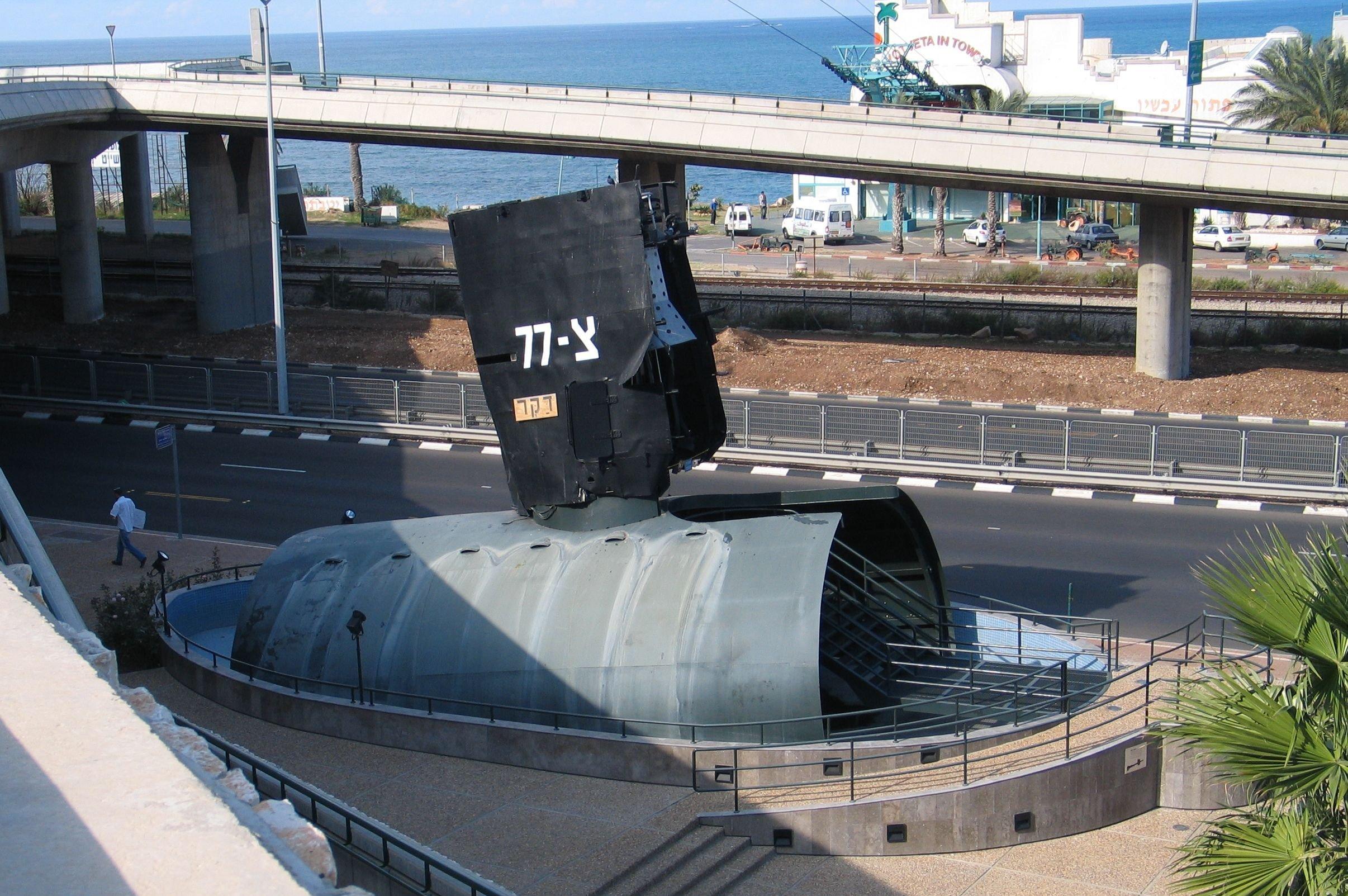 Puente del submarino INS Dakar en exhibición en Haifa, en Israel