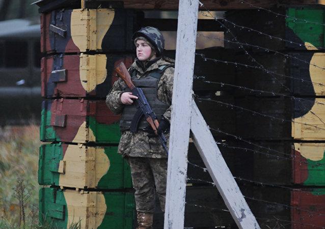 Una mujer del ejército ucraniano (archivo)