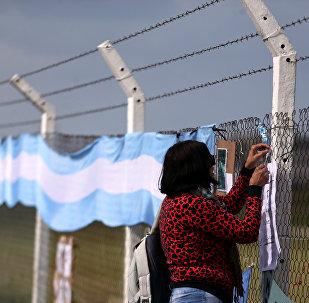 La bandera de Argentina en la Base Naval tras la desaparición del submarino ARA San Juan