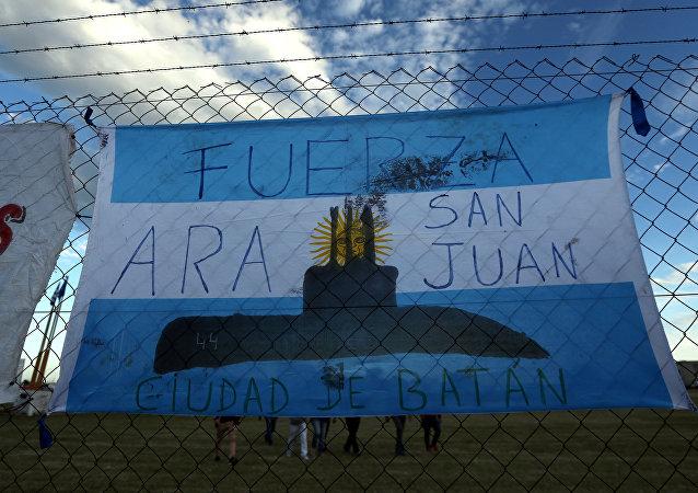 Un cartel en apoyo a las víctimas del ARA San Juan