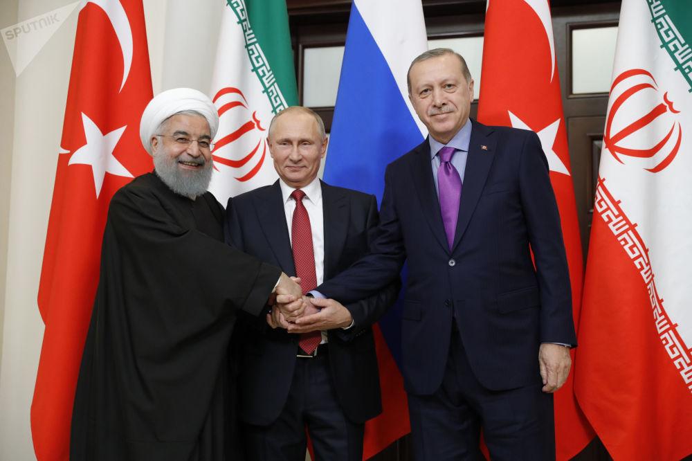 Un acontecimiento significativo: Putin se reúne con Erdogan y Rohaní