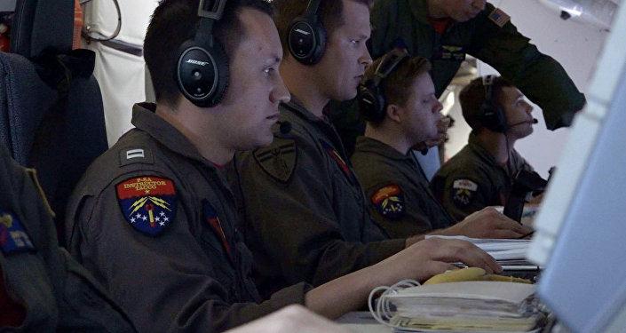 Oficiales de la Marina de EEUU ayudan a buscar el submarino ARA San Juan