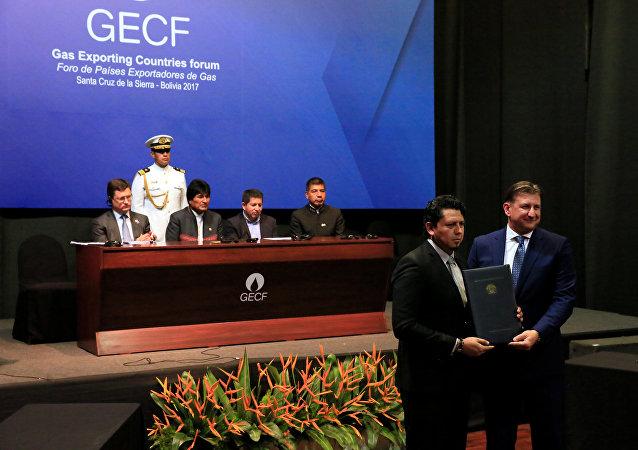La firma de un paquete de acuerdos de cooperación energética entre Bolivia y Rusia en presencia del presidente boliviano, Evo Morales