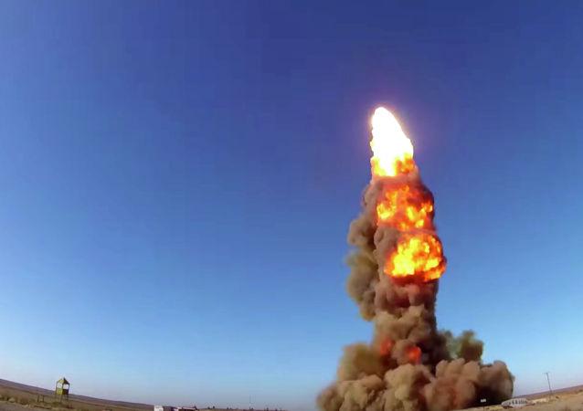 Lanzamiento de un proyectil de un sistema antimisiles ruso