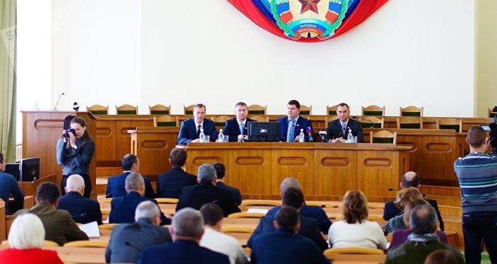 El Consejo Popular de la República de Lugansk aprueba la dimisión de Plotnitski