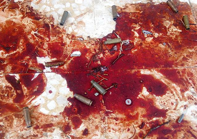 La sangre en el lugar del atentado terrorista contra una mezquita sufí ubicada en la localidad de Al Rauda