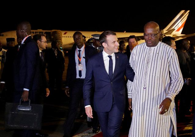 Emmanuel Macron, el presidente de Francia, llega a Burkina Faso