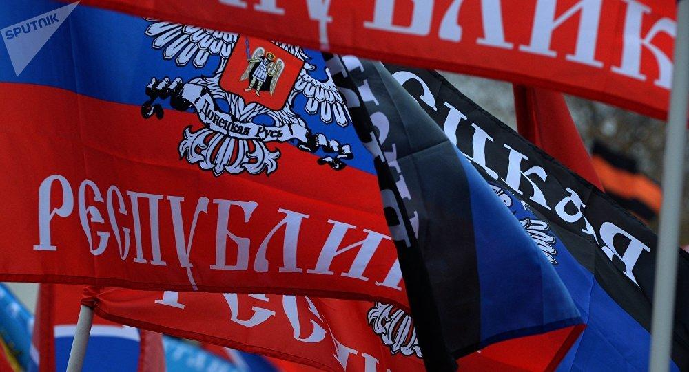 La bandera de la RPD