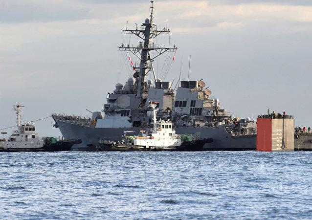 El destructor USS Fitzgerald y el buque MV Transshelf en Japón