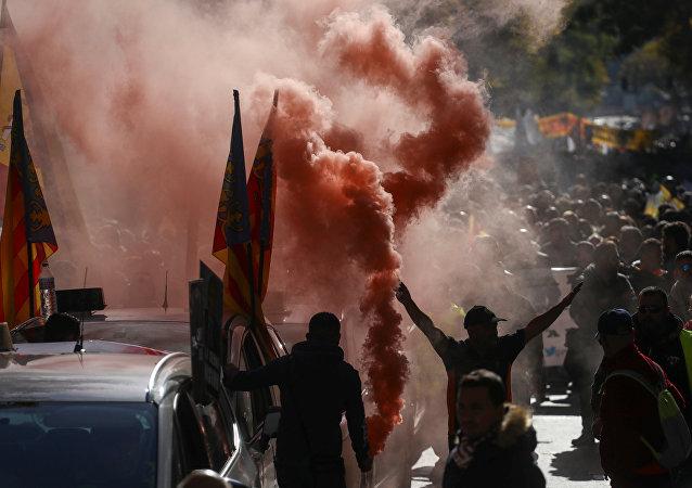Protestantes en las calles de Madrid durante la huelga de los taxistas