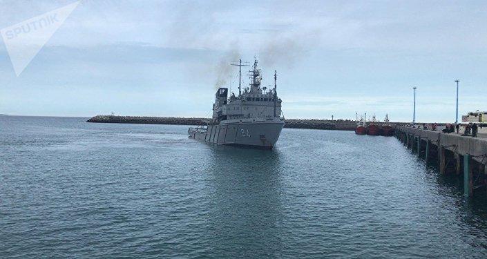 Barco de la armada argentina que transportará el sumergible ruso de observación subacuática Pantera Plus para buscar el submarino San Juan