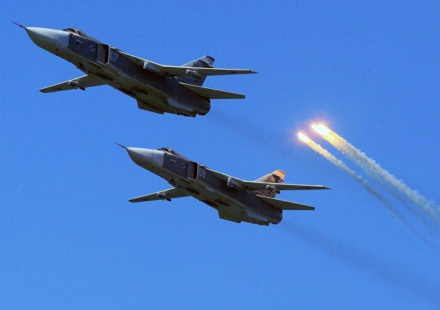 Aviones Su-24 de las Fuerzas Aeroespaciales de Rusia (archivo)