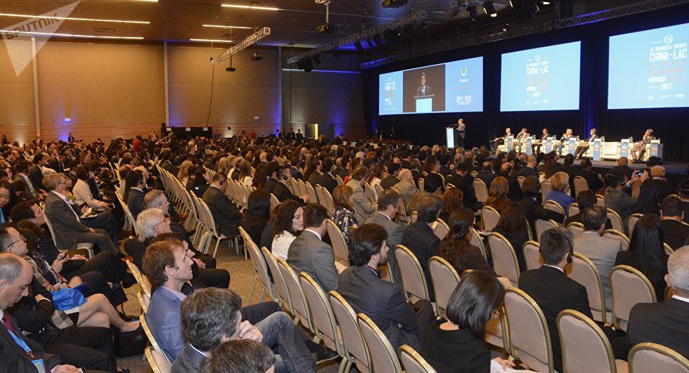 La sesión inaugural de la XI Cumbre China-LAC (América Latina y el Caribe) que se celebra en Punta del Este, sudeste de Uruguay