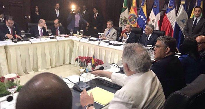 Delegaciones de Gobierno y oposición dialogan en Santo Domingo (archivo)