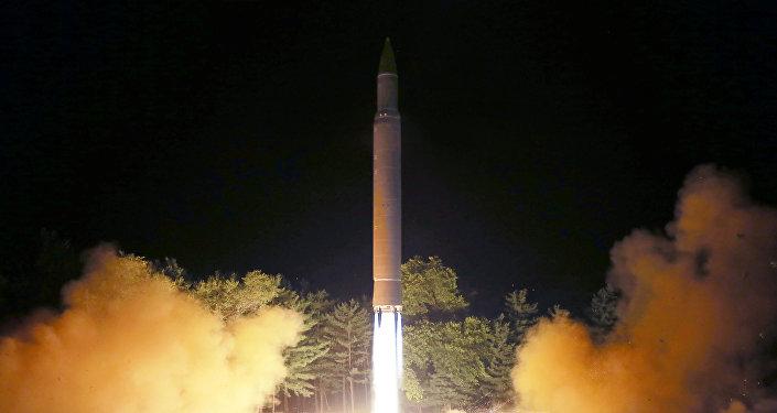 El lanzamiento del misil balístico norcoreano Hwasong-14 (archivo)
