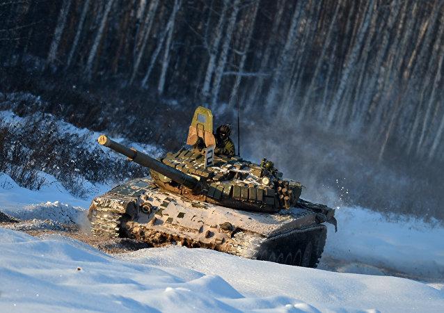 Un tanque ruso T-72 (archivo)