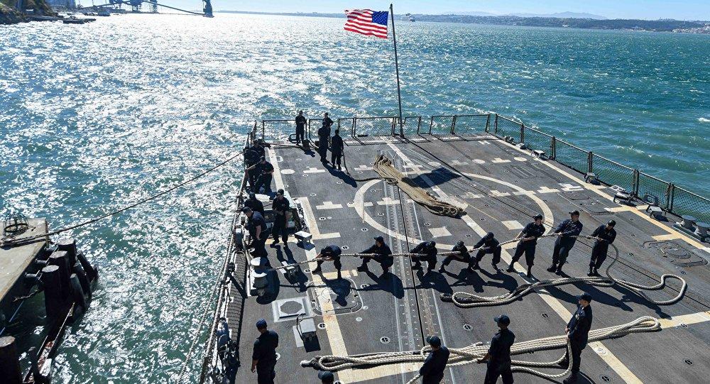 Marineros estadounidenses a bordo del buque militar USS James E. Williams