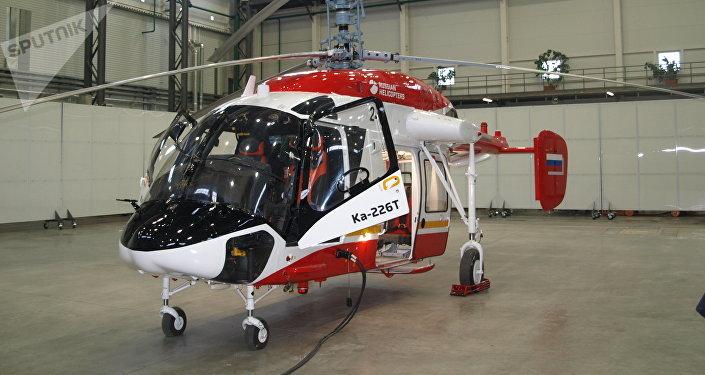 Helicóptero Ka-226T con un módulo médico