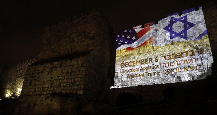 Banderas de EEUU y Israel en Jerusalén