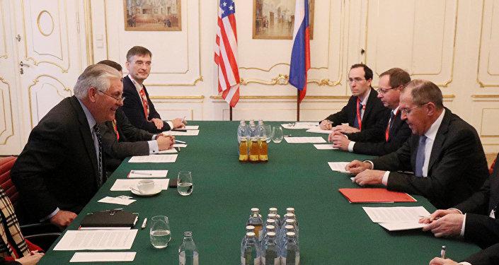 Rex Tillerson, secretario de Estado de EEUU, y Serguéi Lavrov, ministro de Exteriores de Rusia, durante la reunión en Viena, Austria