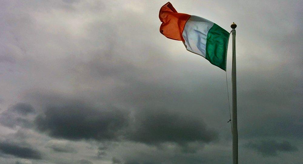 Bandera de Irlanda (imagen referencial)