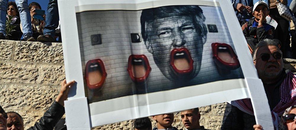 Los manifestantes palestinos en Jerusalén protestan contra la decisión de Donald Trump de reconocer la ciudad como capital de Israel