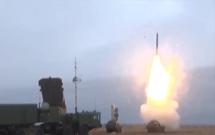 Los S-400 Triumf 'atacan a un enemigo' desde un polígono ruso