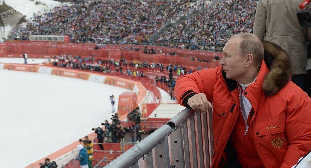 Vladímir Putin durante una competición paralímpica de esquí alpino