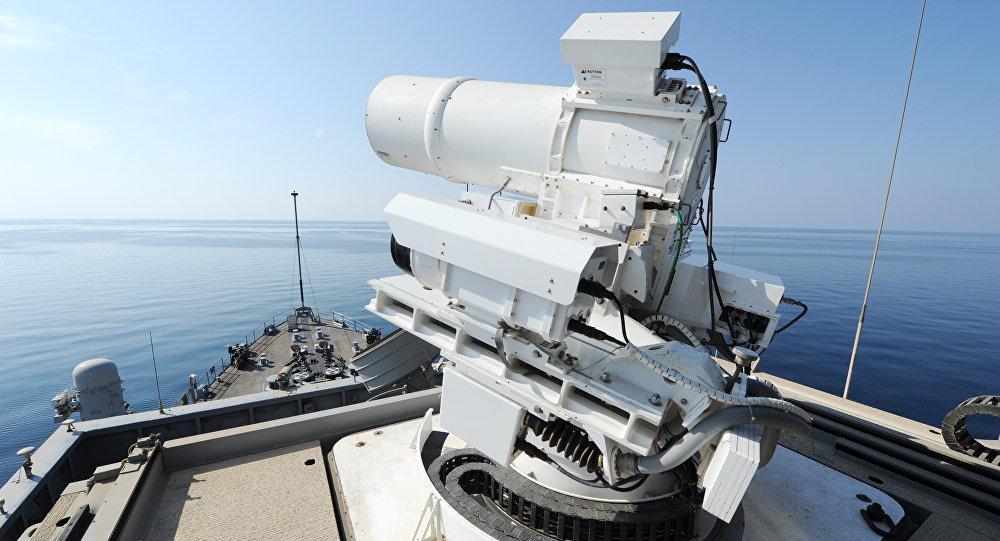 El arma láser de base naval estadounidense LaWS durante los ensayos en 2014 (imagen referencial)