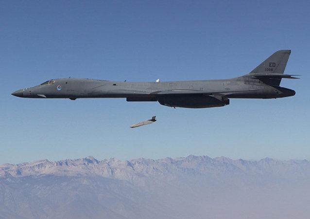 Un LRASM, lanzado desde un B-1B Lancer (archivo)