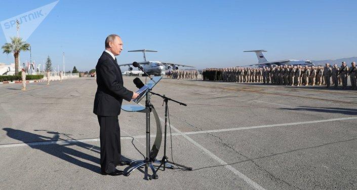 El presidente de Rusia, Vladímir Putin, visita la base rusa en Hmeymim, Siria