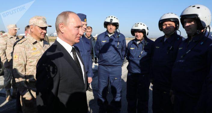 El presidente de Rusia, Vladímir Putin, en la base aérea de Hmeymim