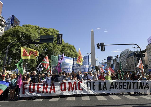 Manifestación contra conferencia ministerial de la OMC en Argentina