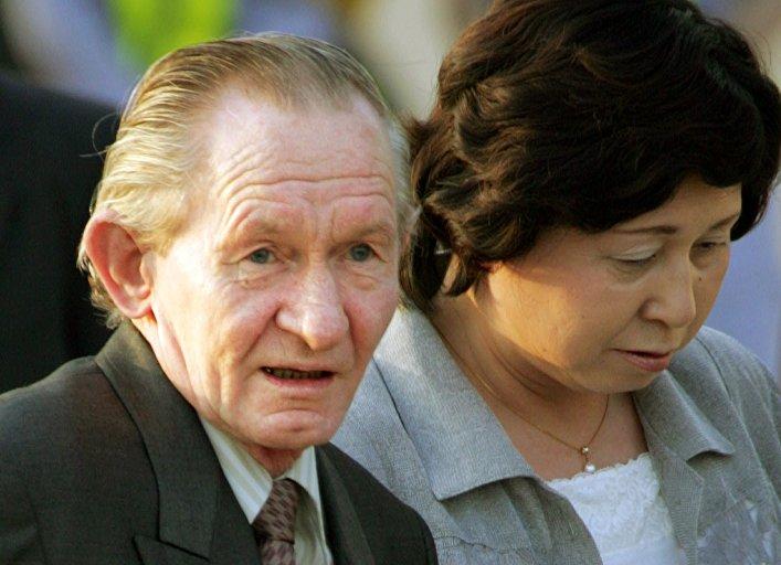 Charles Jenkins, desertor estadounidense a Corea del Norte, con su esposa, Hitomi Soga