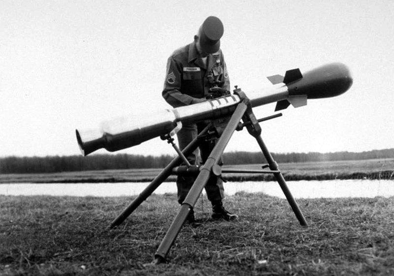 El M-29 Davy Crockett era un cañón sin retroceso montado sobre un trípode que disparaba el proyectil nuclear M-388