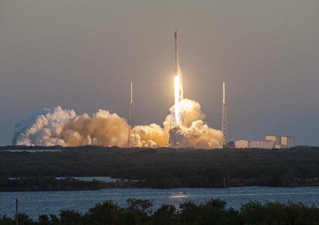 Un lanzamiento del cohete Falcon 9 (archivo)