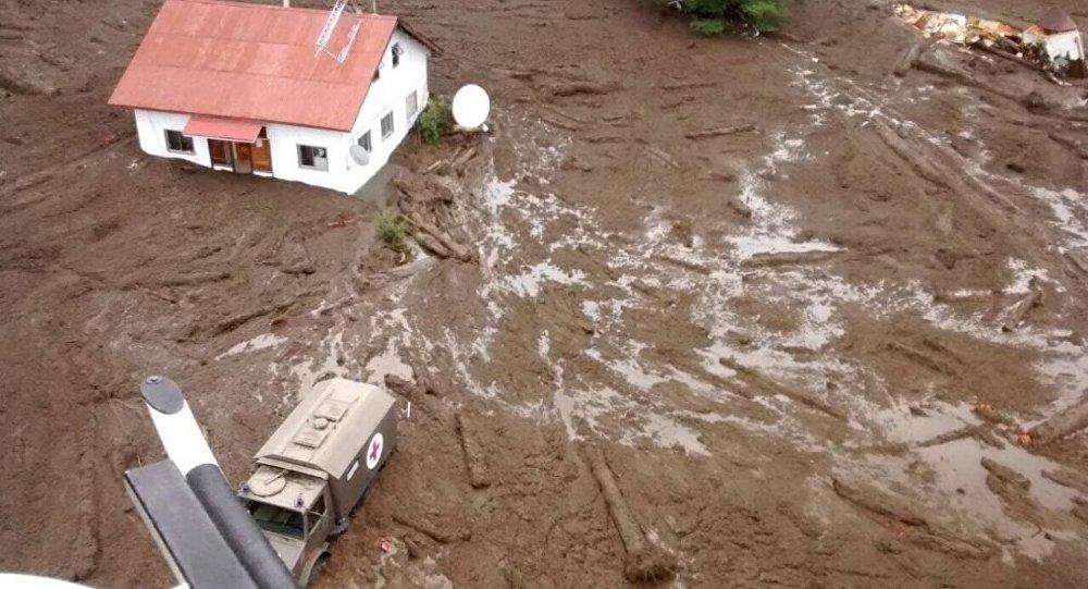 Aluvión en Villa Santa Lucia, Chile