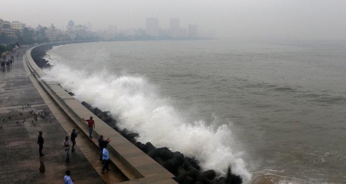 El paso del ciclón Ockhi en la India