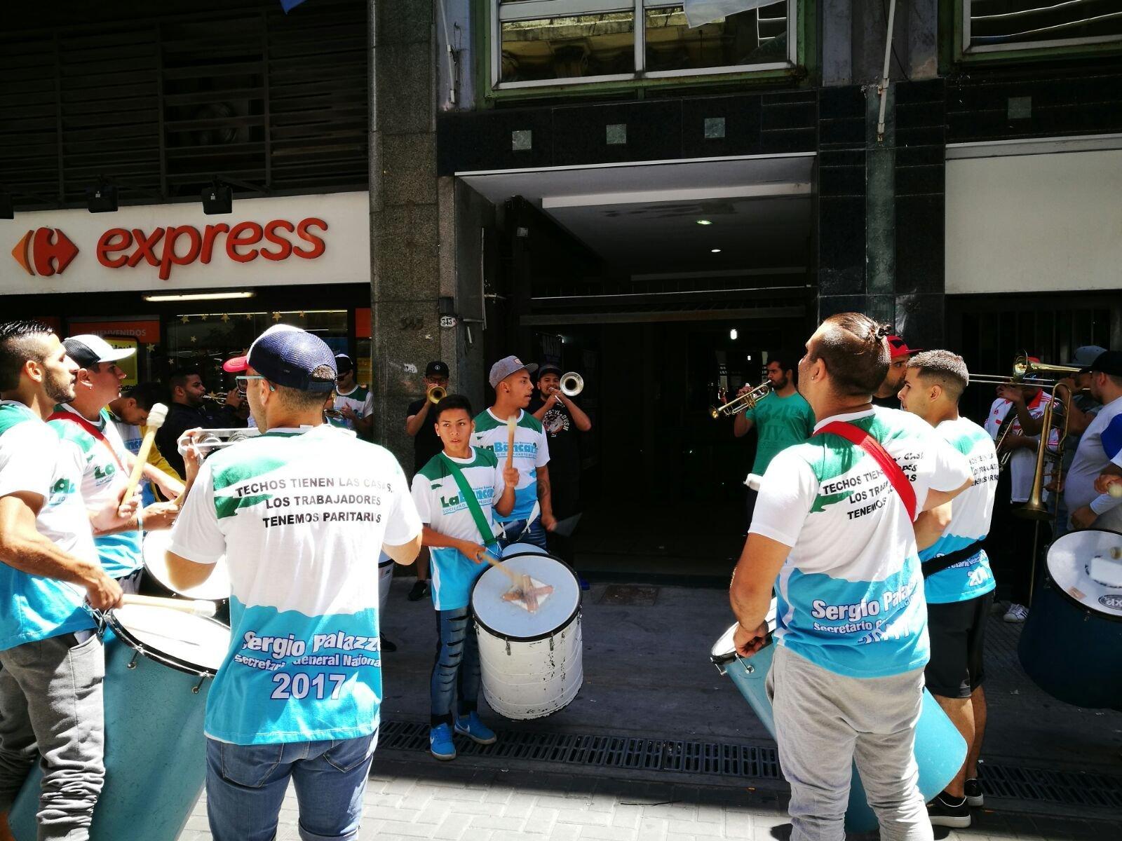 Sindicatos argentinos quieren paralizar al país por reforma de pensiones de Macri