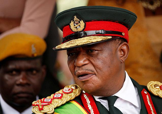 El comandante Constantino Chiwenga, jefe de las Fuerzas Armadas de Zimbabue