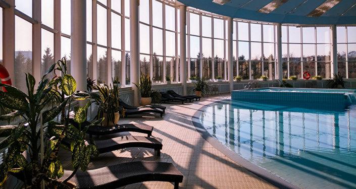La zona de piscina del sanatorio Mashuk Aqua-Therm