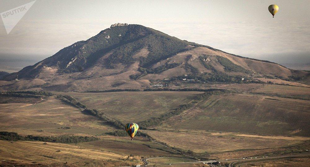 Vistas de una montaña en la zona de las Aguas Minerales del Cáucaso, en la región sureña de Stávropol, Rusia