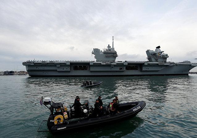 HMS Queen Elizabeth llega a Portsmouth
