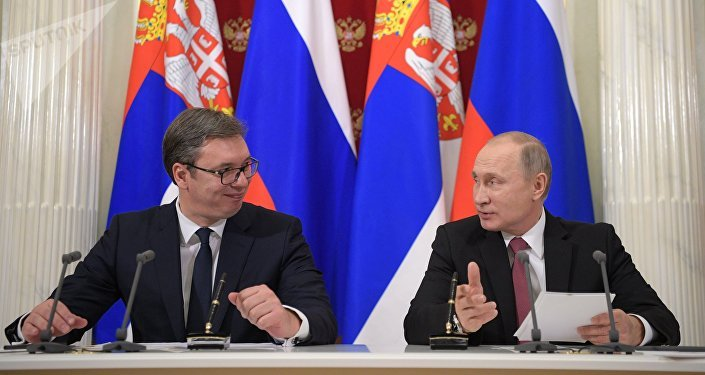 Presidente de Serbia, Aleksandar Vucic, con su homólogo ruso, Vladímir Putin (archivo)