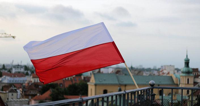 Bandera de Polonia en Varsovia, la capital del país