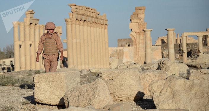 Un soldado en la parte histórica de Palmira, Siria (archivo)