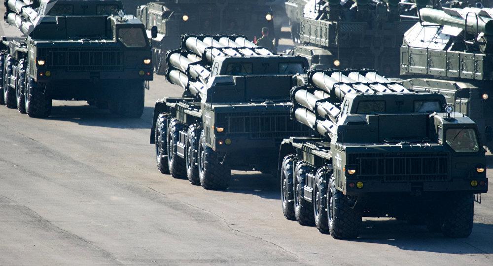 Lanzacohetes múltiple ruso BM-30 Smerch (archivo)