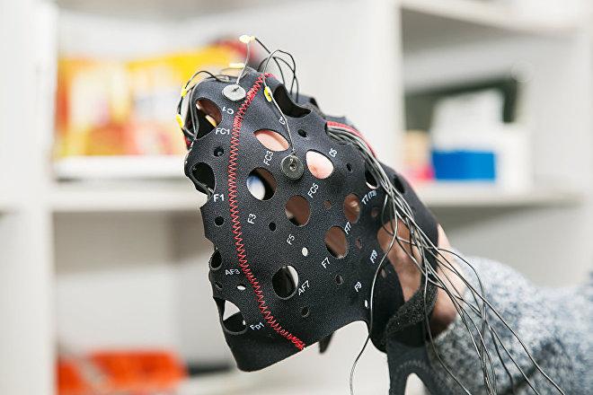 Gorro del Balalaika con sensores capaces de leer los pensamientos humanos